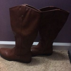 Brown boots rampage boots